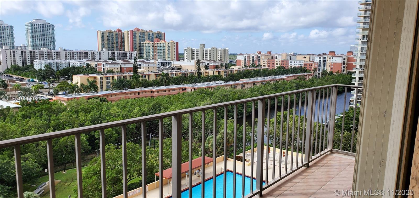Bright and spacious 2 bedroom and 2 bathrooms apartment. new tile on both bedroom.Located at Winston