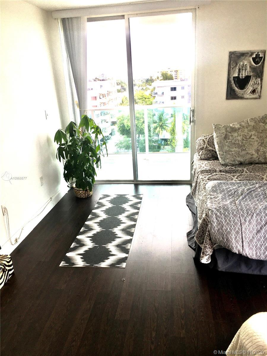 PH Apt 1 bed/1.5 bath ,assigned parking ,,gym ,pool,  beautiful view to south of 5th and the ocean.