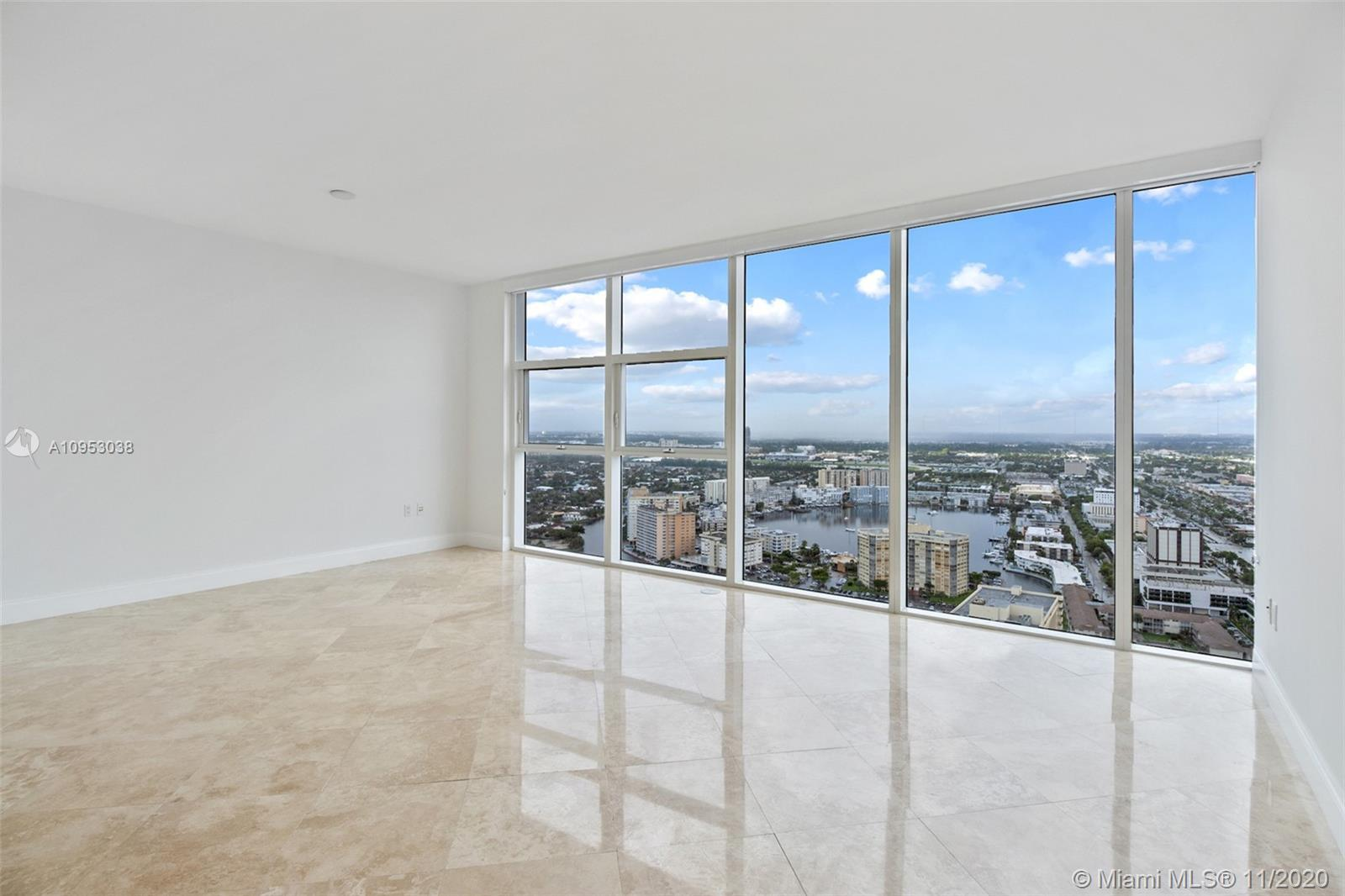 Great opportunity! Beautiful  1/1 model F unit  with gorgeous city and intracoastal views from this