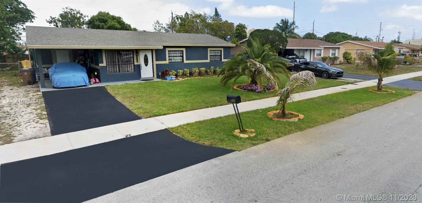 MARVELOUS SINGLE FAMILY HOME IN THE HEART OF DEERFIELD BEACH CLOSE TO MAJOR HIGHWAYS, SHOPS, BEACH,