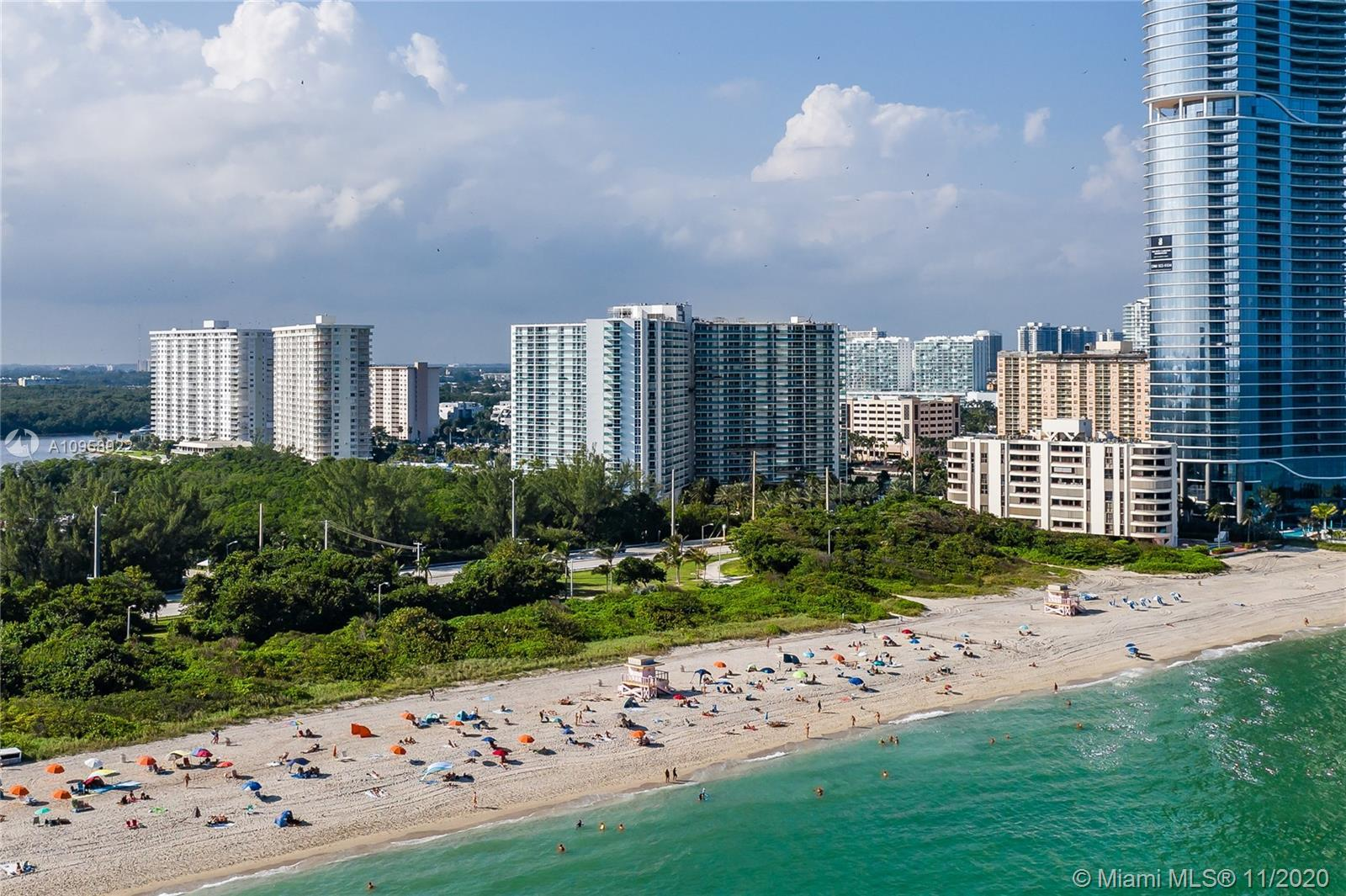 Amazing Penthouse in Sunny Isles Beach! This Penthouse offers Unobstructed & Breathtaking Ocean View