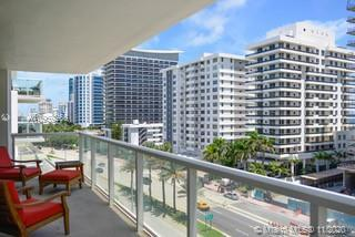 Espectacular upgraded 2/2 in Miami Beach! Do not miss the great view, walk-in closet in master bedro
