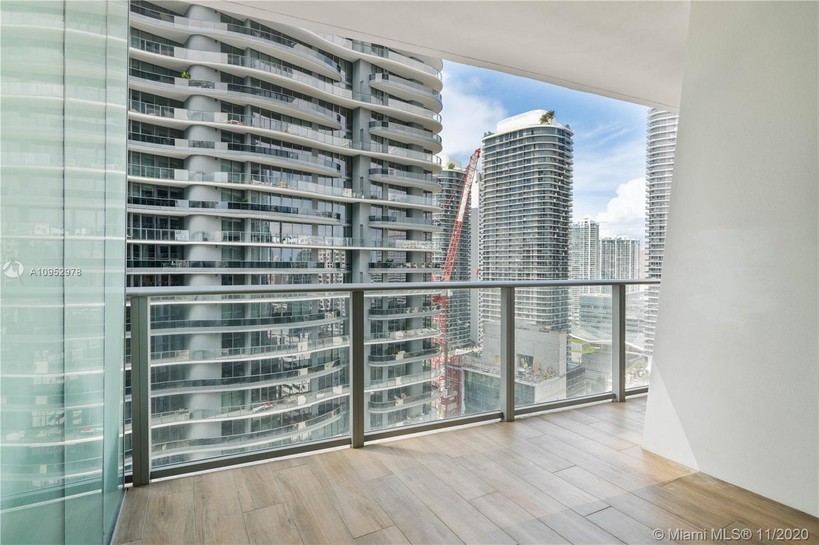 Beautiful 2bed/2baths apartment in 1010 Brickell Condominium with porcelain floors and top of the li