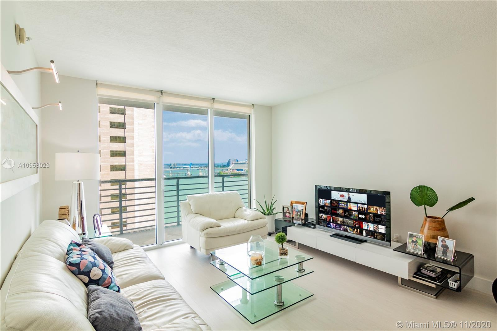 Beautifully finished 2 bedroom, 2 bathroom unit in the Heart of Downtown and Brickell.  Capture Beau