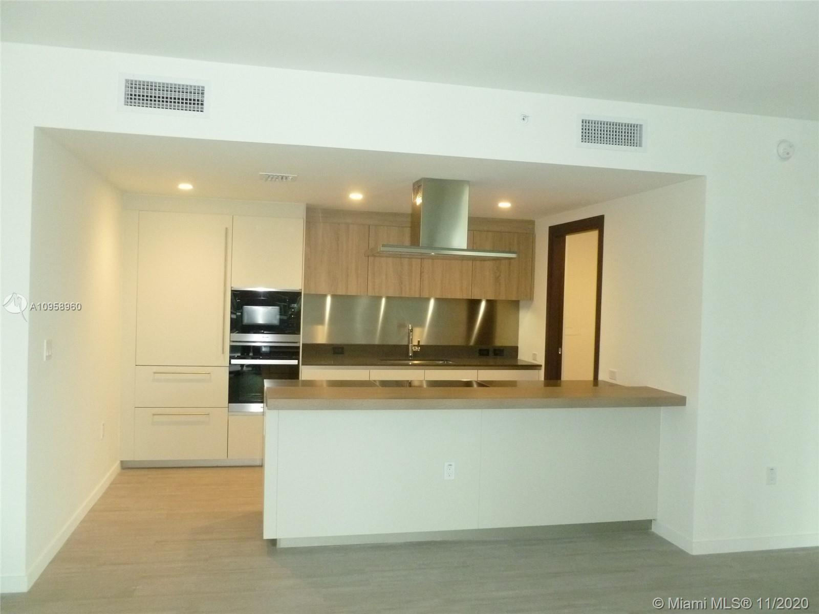 Fantastic 2/2.5 apartment at Brickell Flatiron on the 27th floor, spacious and bright, large open ba