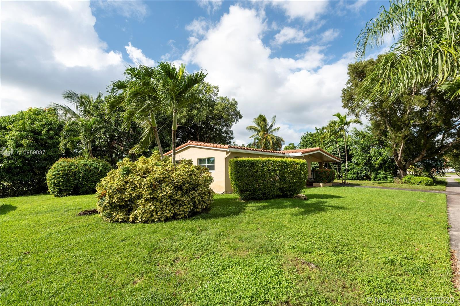 Welcome home to Hollywood's Heritage Estates!! This corner lot, single family home with an extra lar