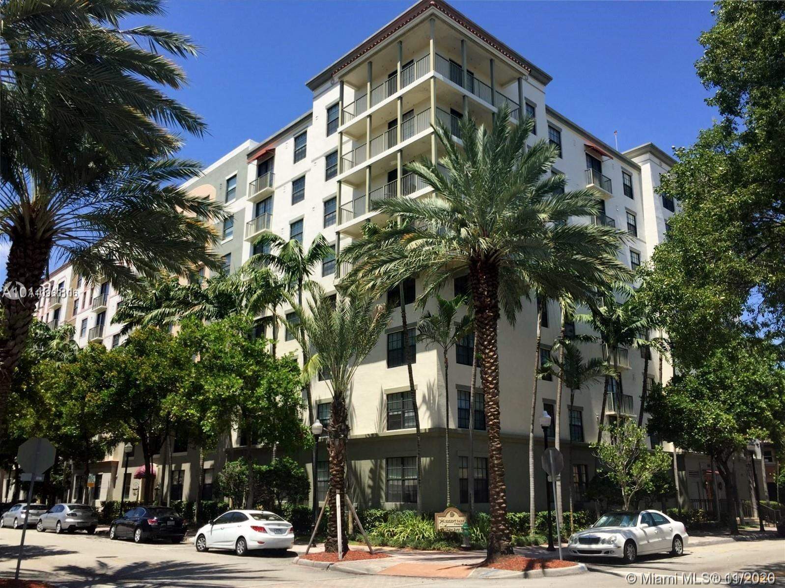 GORGEOUS CORNER UNIT ON TOP FLOOR, VERY SPACIOUS,BEST LOCATED UNIT IN BUILDING, SLIDING DOORS TO BAL