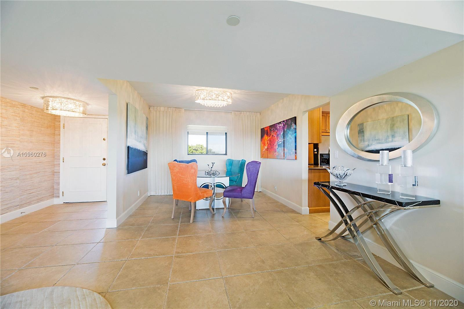 Beautiful Penthouse Condo with Cathedral Ceilings and 2 Master Bedrooms and ensuite bathrooms, Maste