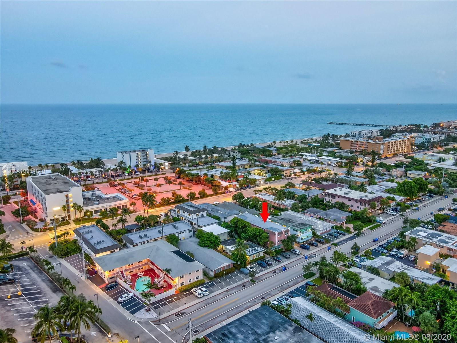 AMAZING TRI-LEVEL TOWNHOME IN THE HEART OF LAUDERDALE BY THE SEA. WALKING DISTANCE TO EVERYTHING! TH