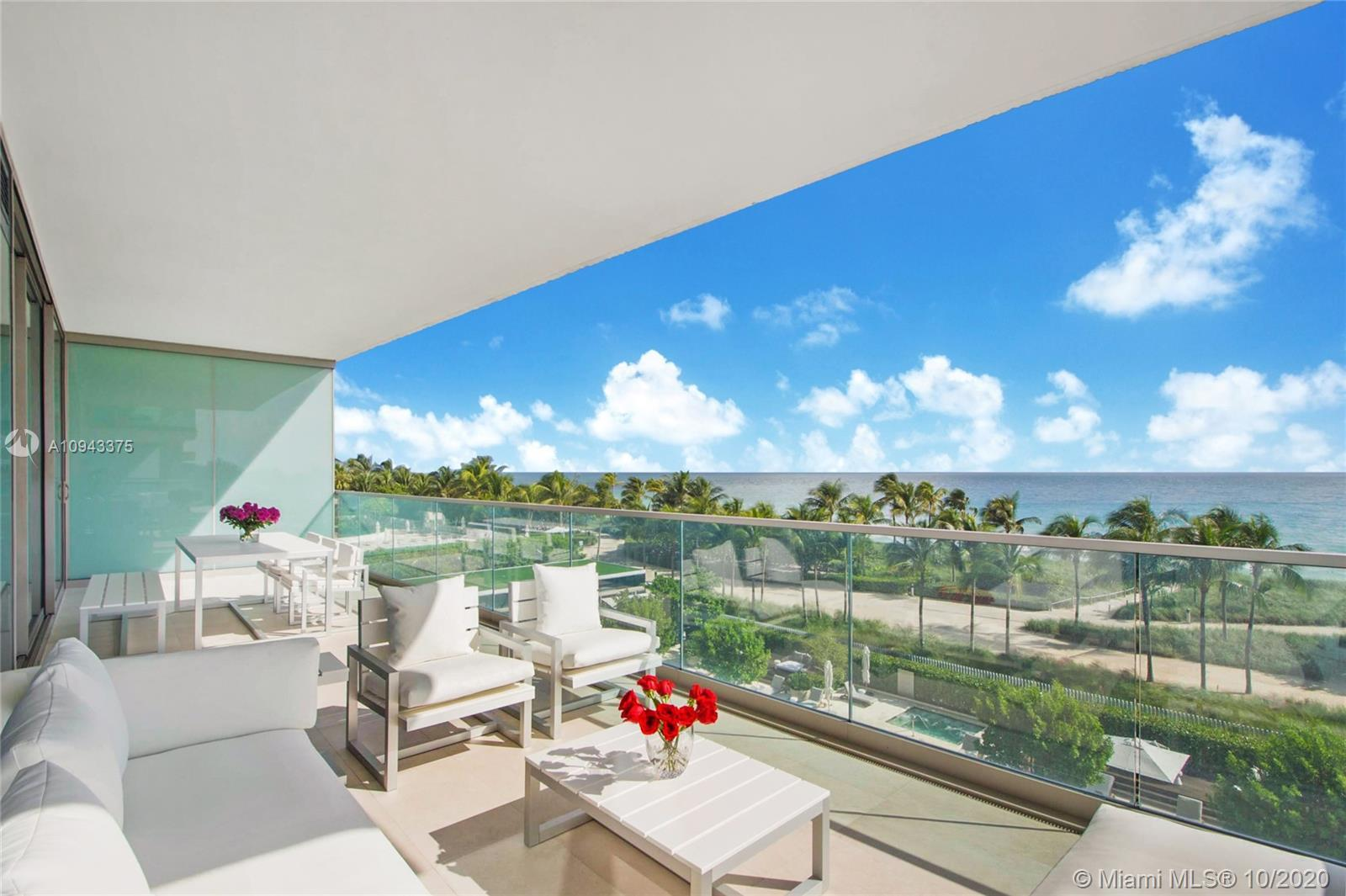 Amazing oceanfront 1 bed + den / 2 full bath residence complete with top-of-the-line finishes and fi