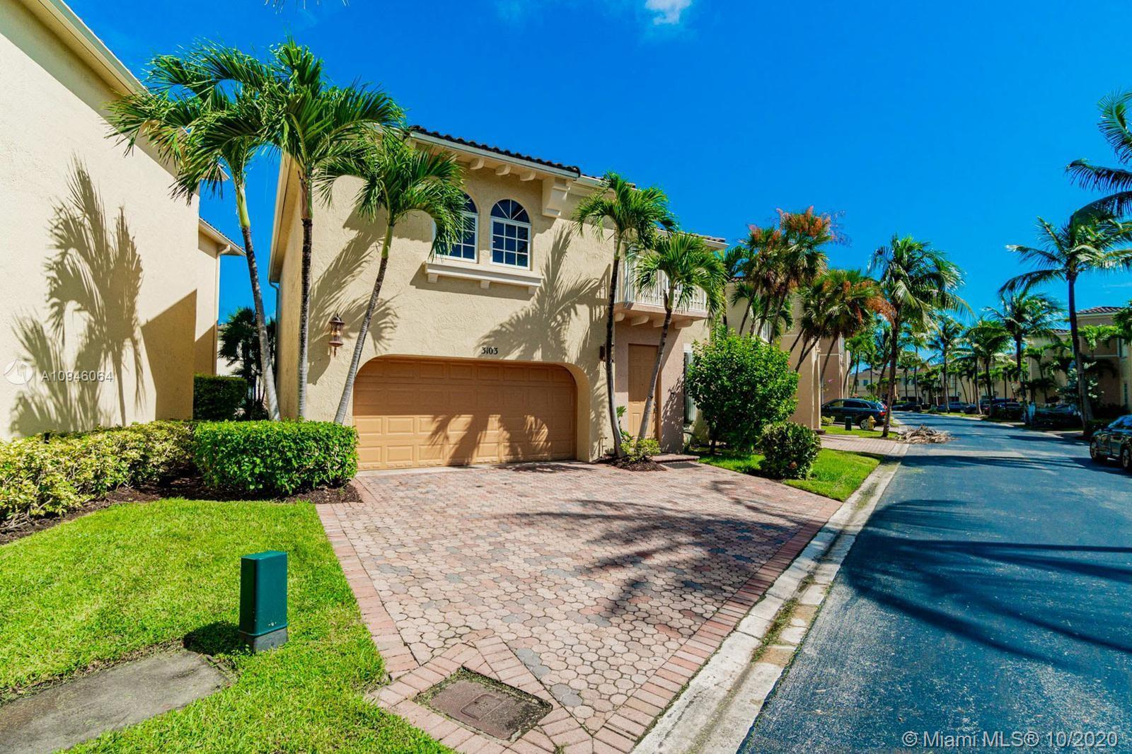 PRESTIGIOUS AVENTURA LAKES GATED COMMUNITY, BEAUTIFUL 3 BEDROOMS AND 2.5 BATHS HOME OVERLOOKING THE