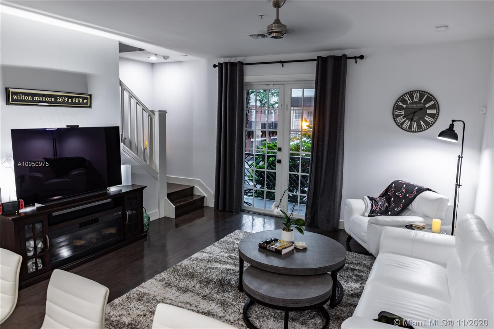 Perfect location, walk to everything The Drive has to offer... and still close to beaches, downtown
