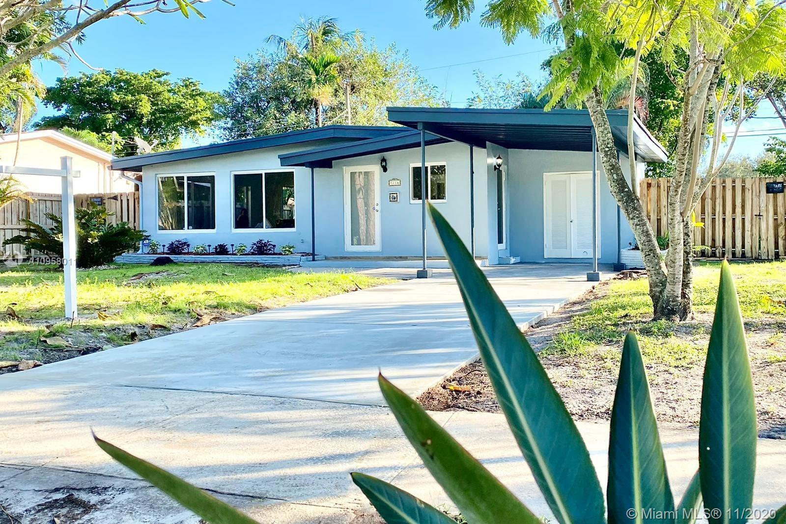 LOCATION, LOCATION! Minutes away from Downtown Fort Lauderdale, its beaches, and Airport. Cozy and