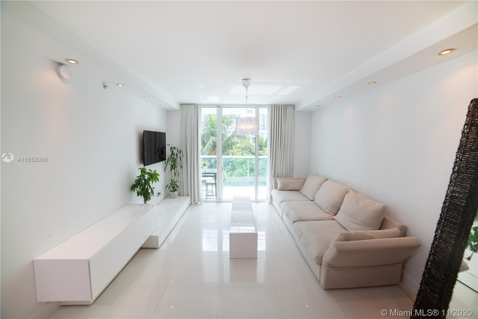 Beautiful remodeled 1bed/1 bath. Amazing view of Miami River and lush landscape. Unit includes. whit