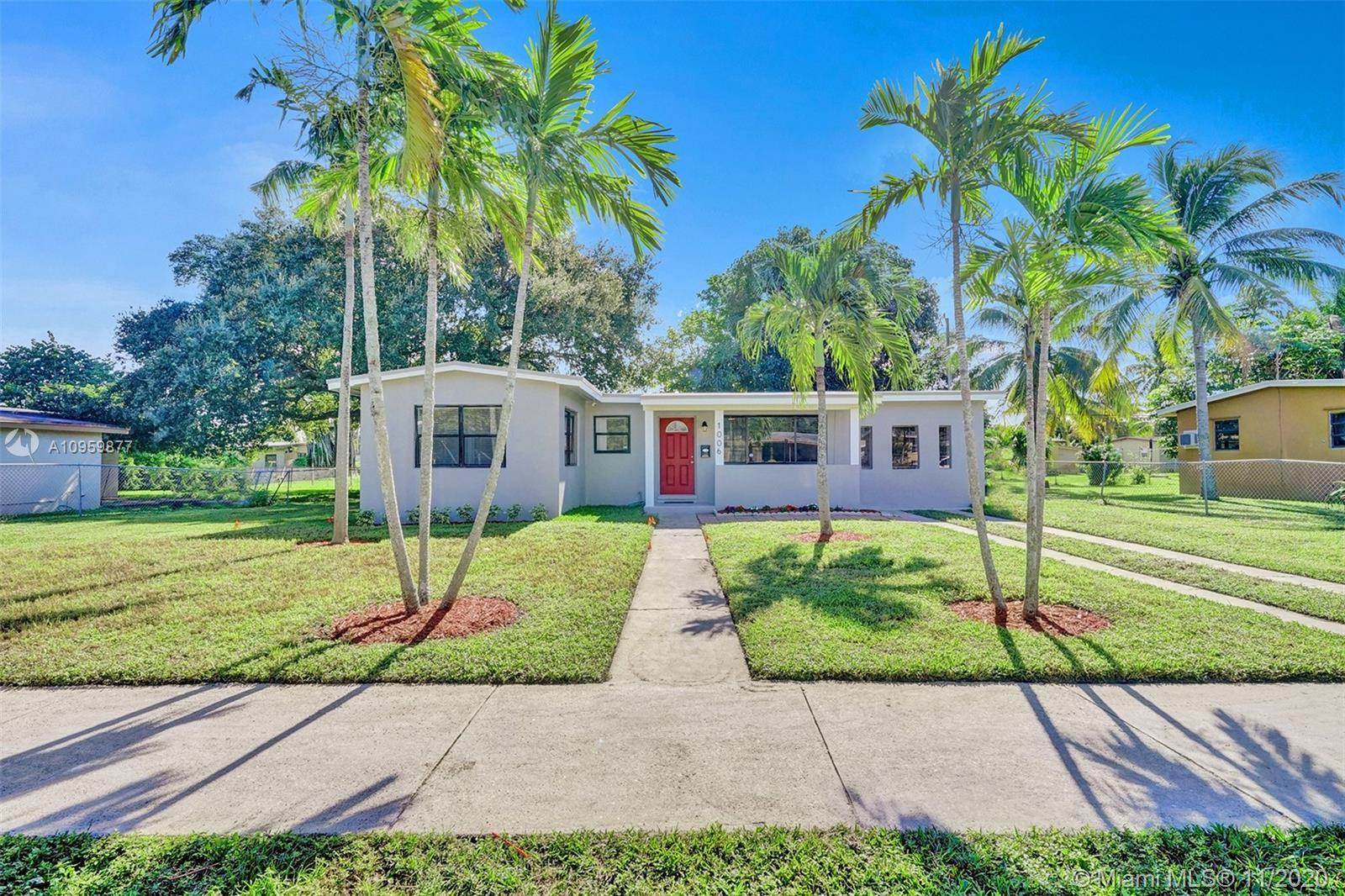 BEAUTIFUL FULLY REMODELED 3/2 HOME FEATURES A NEW ROOF & FASCIA BOARDS. NEW WOOD KITCHEN CABINETS, Q