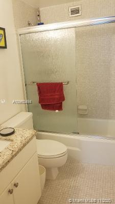 wonderful apartment in a classical building in Brickell area , close to down town and very good nigh