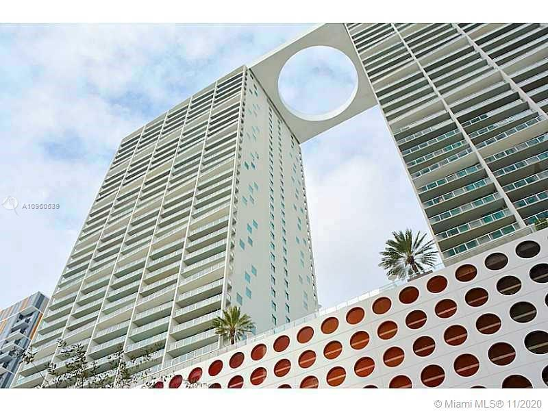 Excellent location in Brickell. Panoramic City, River and Bay views. Best split floor plan apartment