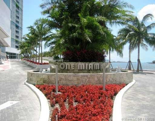 Very nice 2 bed 2 bath unit in One Miami West condo, freshly painted and move in ready. Stunning vie