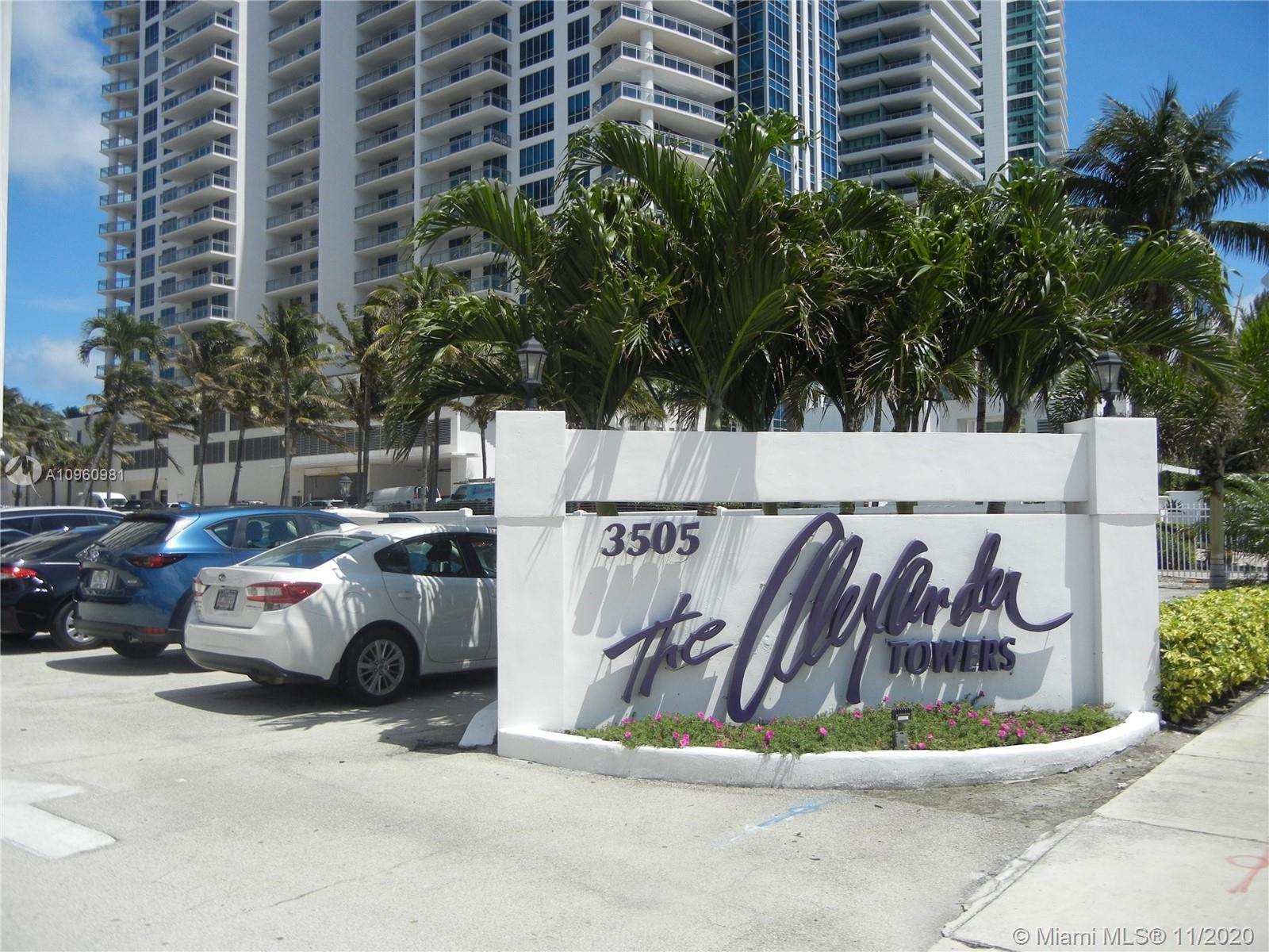 Beautiful condo 1 bedroom 1 1/2 bathroom. Amazing intracoastal view flexible to use as an investment