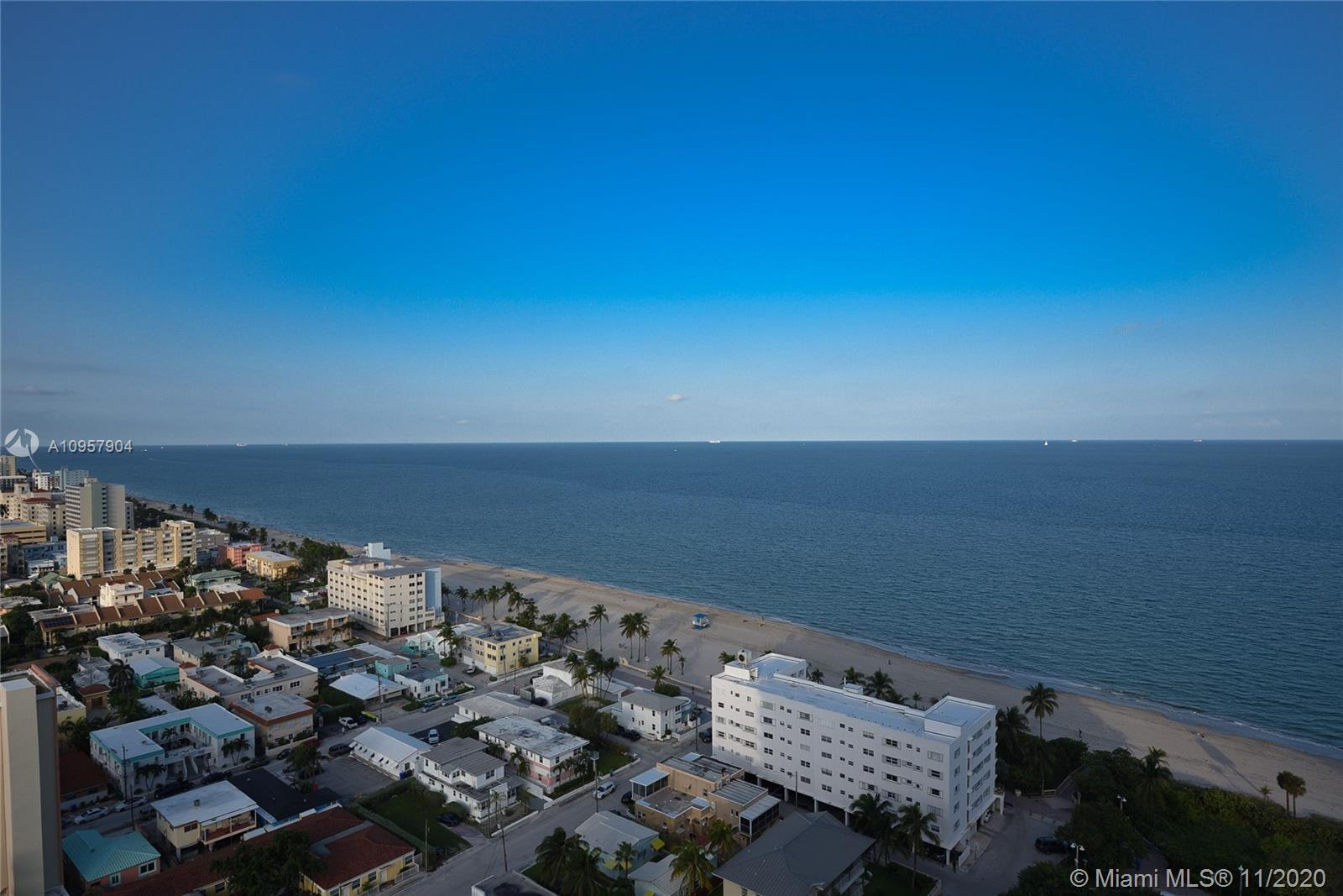 *2 br plus den 2 Baths Penthouse with Views* Unobstructed Ocean, City and Intracoastal views. Get th