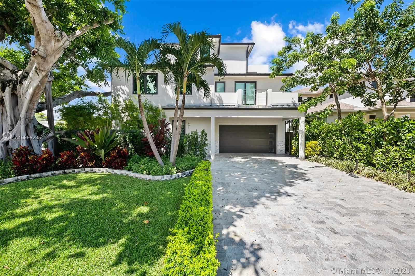 Modern signature home in the heart of Victoria Park! This meticulous 4 bed/3.5 bath oasis is a welco