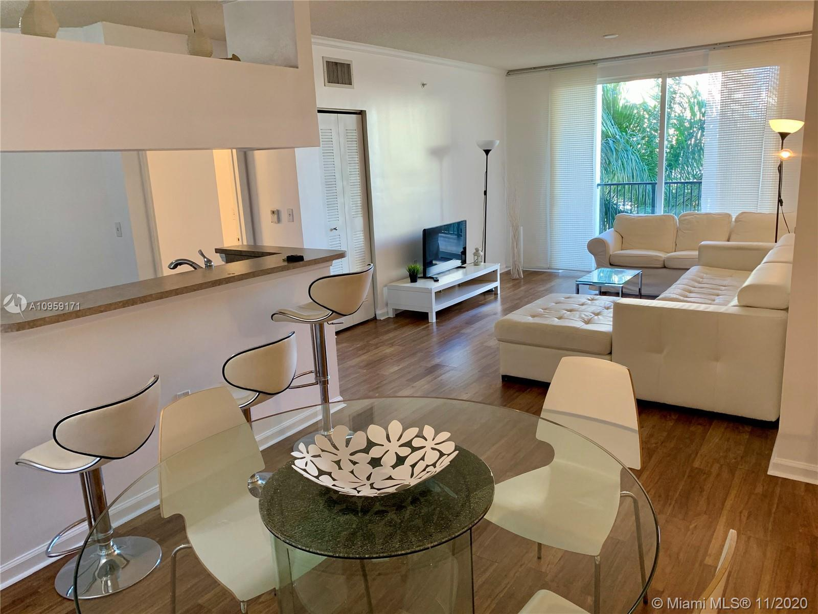 Beautiful  large 2/2 split condo with canal views in resort style complex in Sunny Isles. PET FRIEND