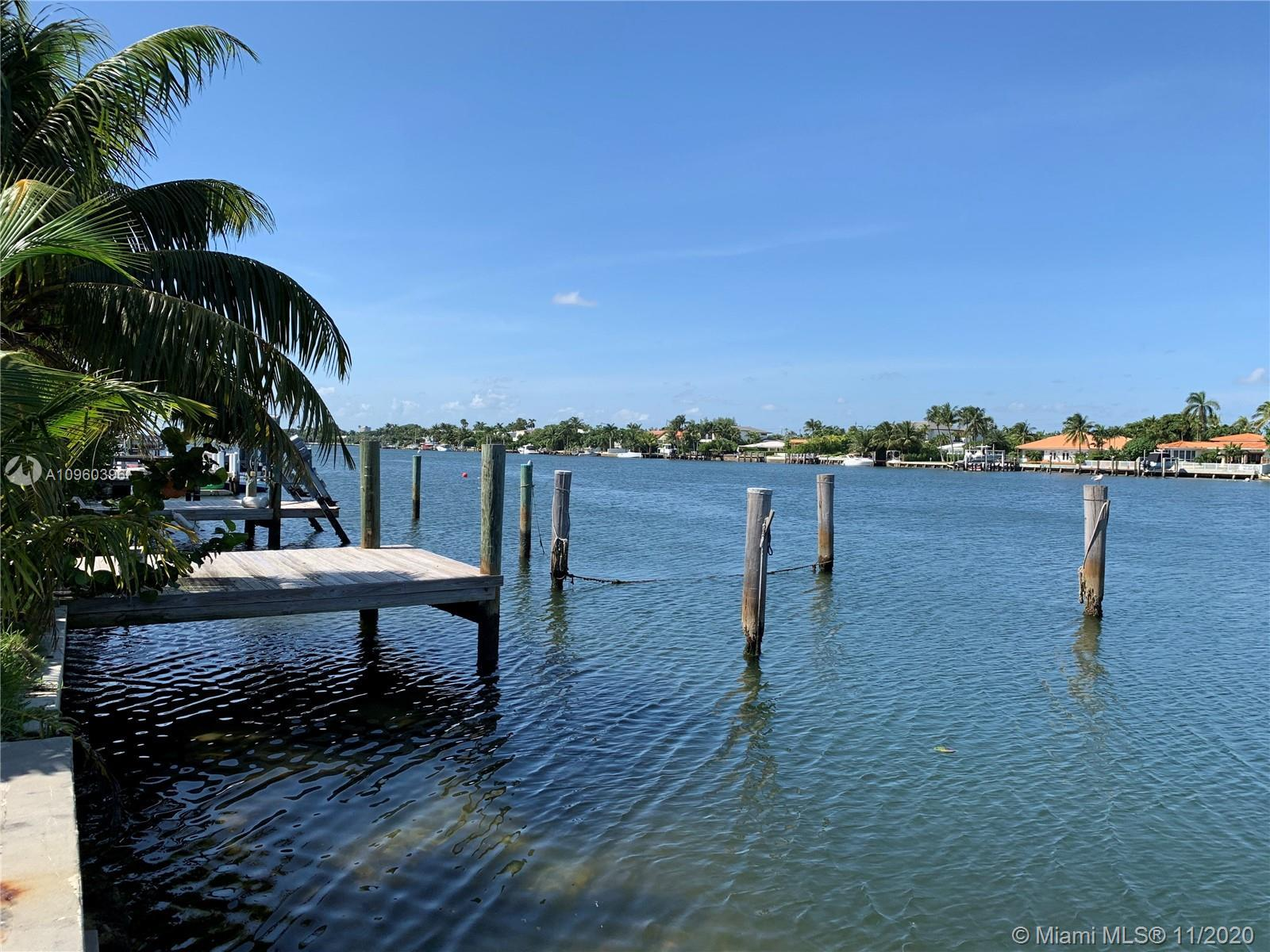 Beautiful Waterfront Bay Views. Unobstructed Ocean Access. Walking distance from the Beach. Potentia