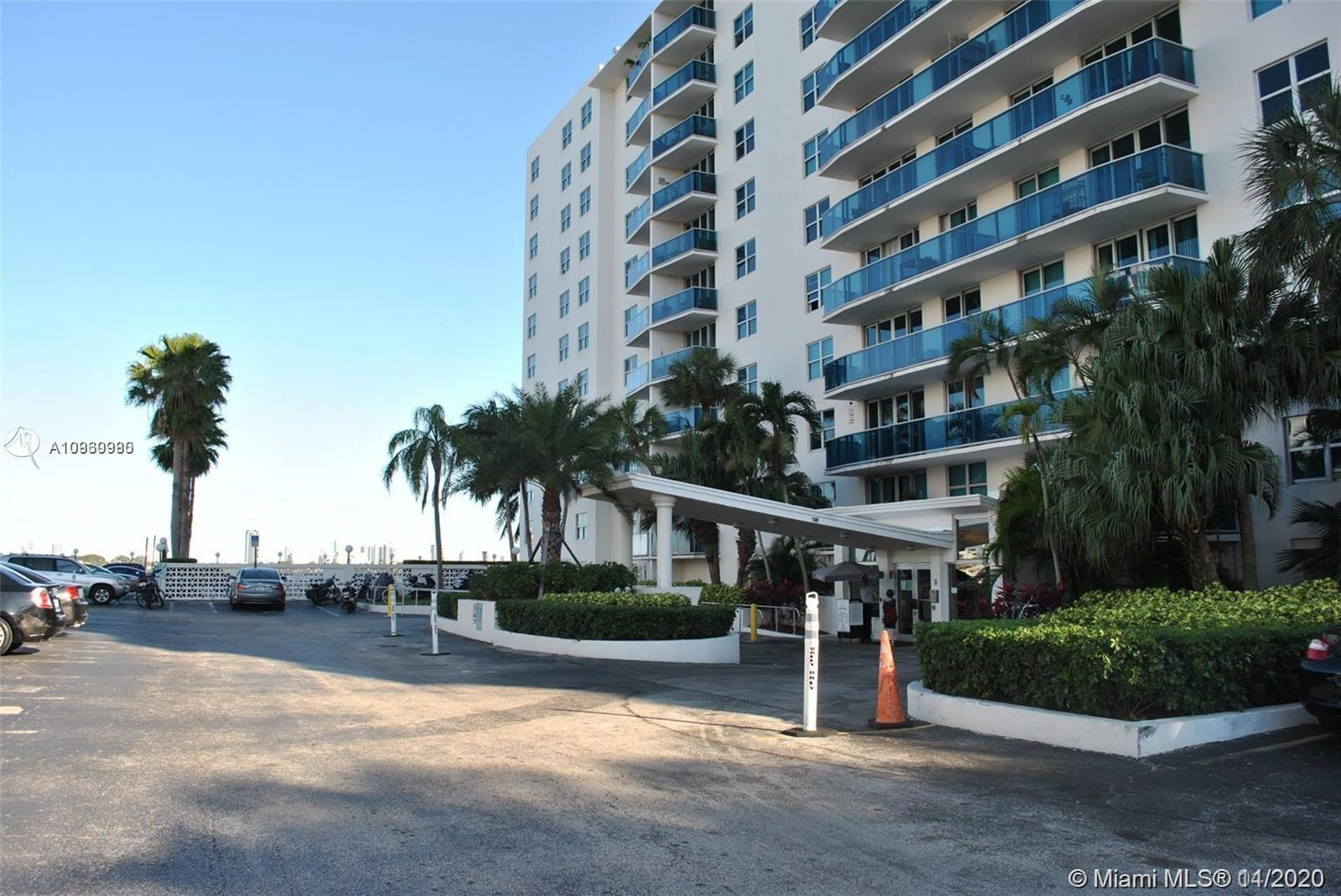 Beautiful condo unit 1 bedroom and 1 bathrrom with parking space in Treasures on the Bay. Building h
