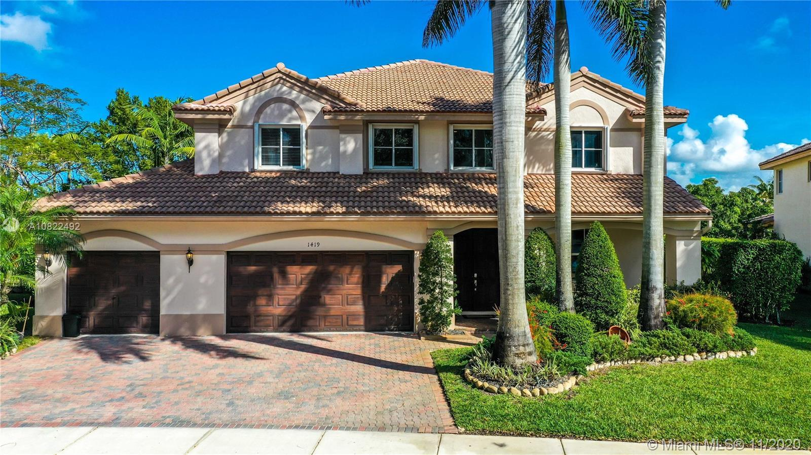 GORGEOUS SINGLE FAMILY HOME IN THE PRESTIGIOUS SAVANNA GATED COMMUNITY. VERY SPACIOUS AND BRIGHT 7 B