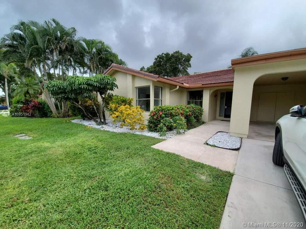 Be the first to sneak a peak!  NO MEMBERSHIP REQUIRED.  Guard gated 55+ community this Boynton beaut