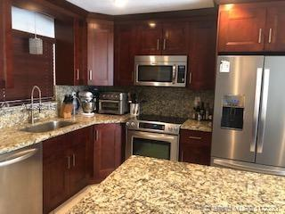 Beautiful and huge 3 bedroom/2.5 bathroom townhome in pristine condition.   All newly renovated larg