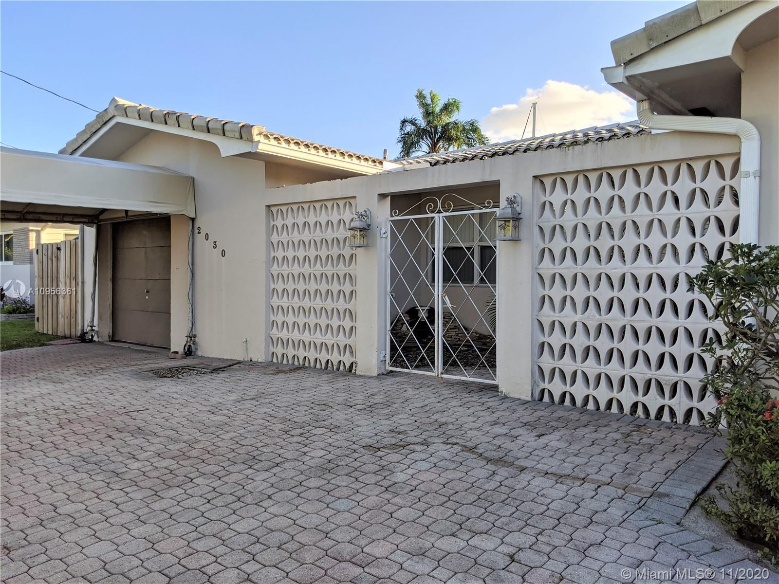 NO FIXED BRIDGES, DIRECT OCEAN ACCESS, 70' OF WATER FRONT IN FLAMINGO PARK. THIS HOUSE IS ONE OF THE