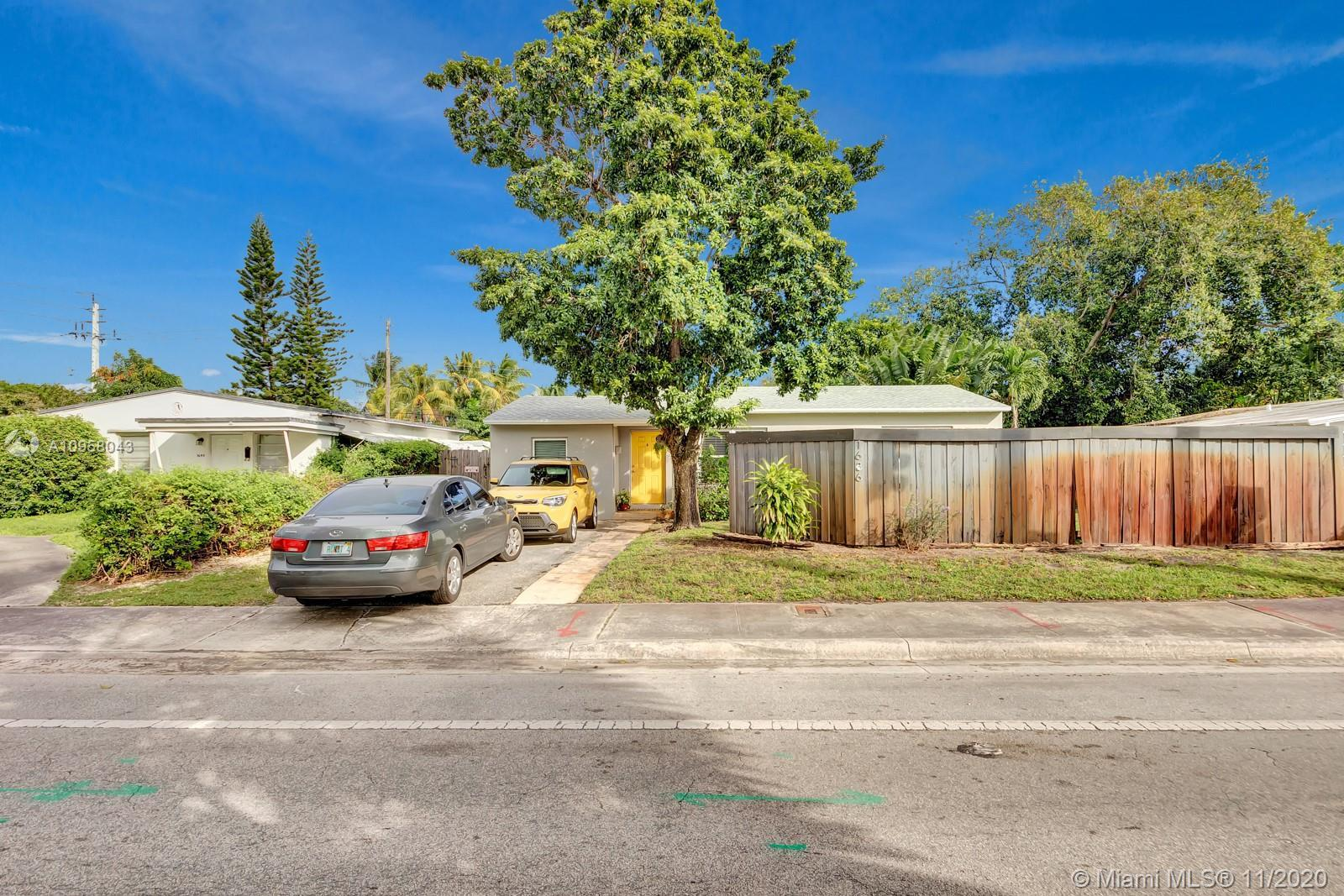 UPDATED POINSETTIA HEIGHTS HOME HAS AN NEW ROOF, EAT IN KITCHEN WITH GRANITE COUNTER TOPS AND STAINL