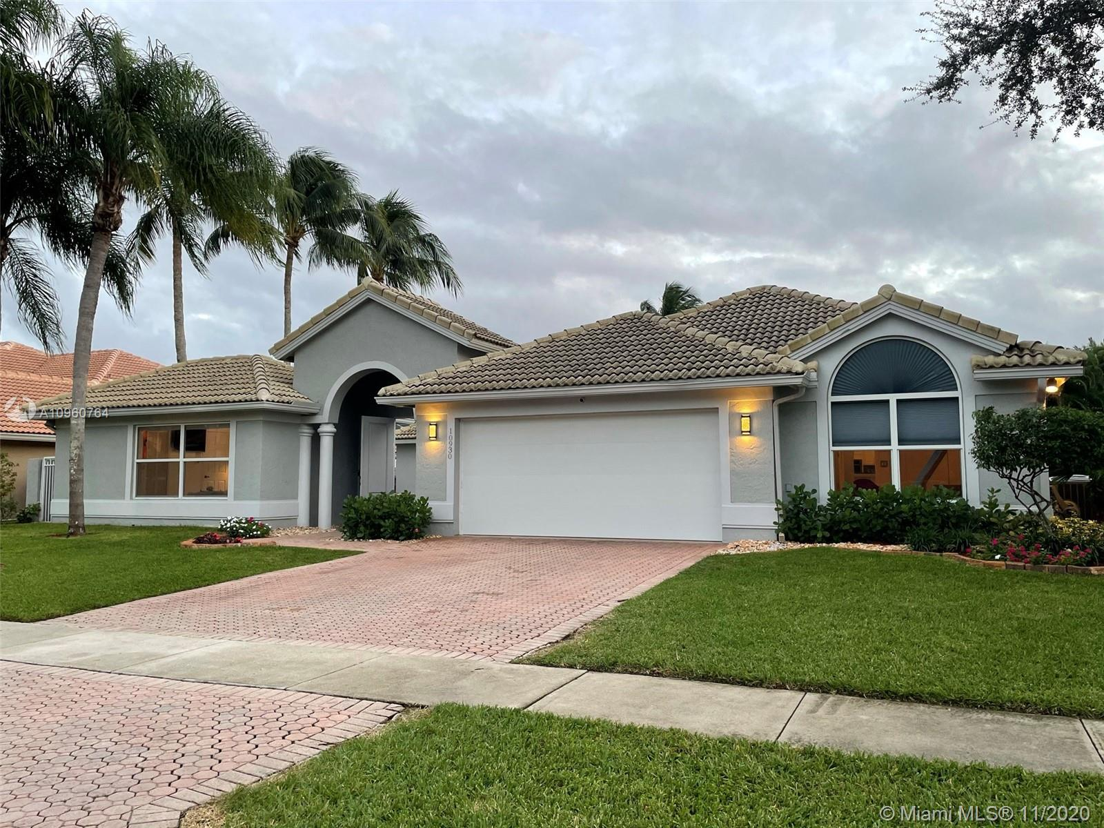 Unique home impeccable charming on the most desirable Boca isles south! Vaulted ceilings 4 bedrooms