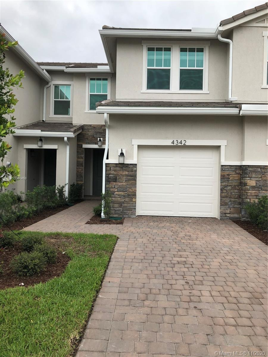 Brand new big townhouse built by LENNAR in November 2020 in Deerfield beach, 5 minutes from the beac