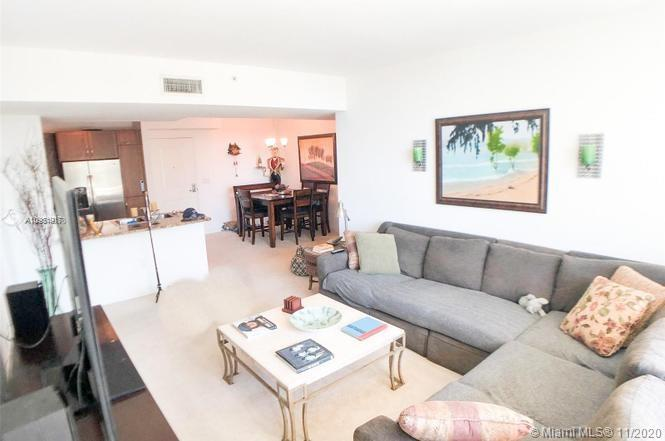 Priced to sell quick! this 2 bedroom 2 bath condo is a great DEAL!  Let's start with the stainless s