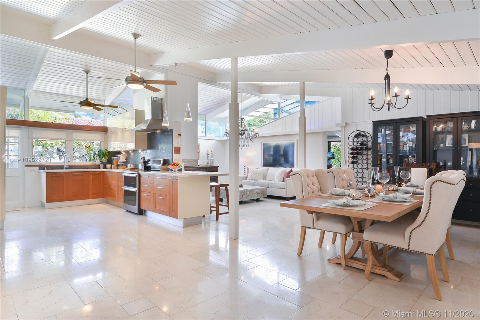 Mid-Century Modern Architecture by Dan Duckham w/amazing space and style. This large home is perfect