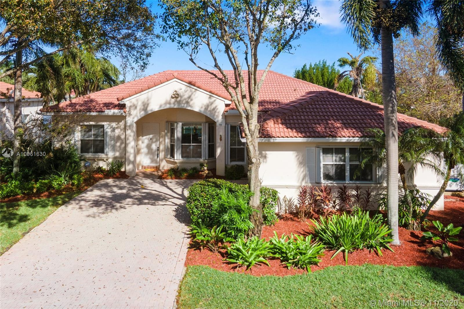 Very nice lakefront home in the community of Oakridge. This is an immaculate 3 bedroom/2 bath split