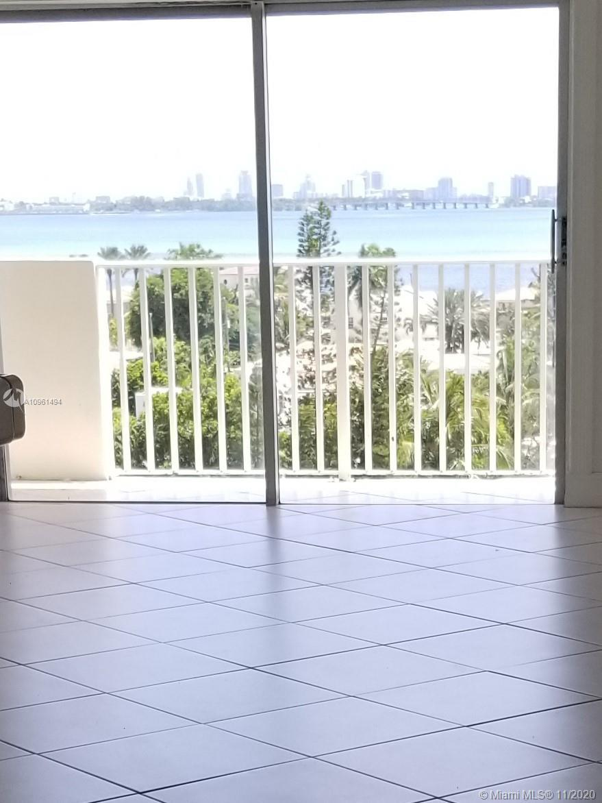 MAGNIFICIENT DIRECT BAY FRONT FROM ALL ROOMS EVER SO RARELY AVILABLE PEN HOUSE CONDO OPEN CONCEPT