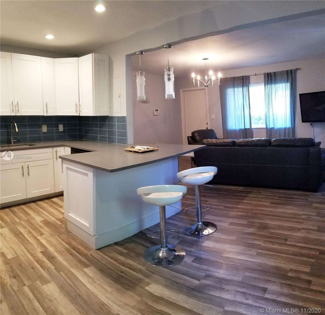 This Mid Century modern house has a great vibe!  Updated 3/2, beautiful kitchen with quartz counter