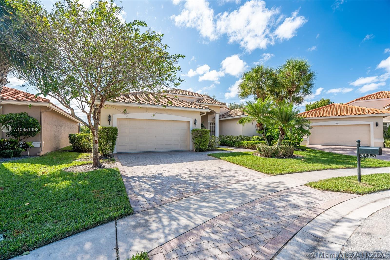 Price to sell in one of Boynton Beaches great subdivisions. Beautiful distribution, spacious 3 bed/2