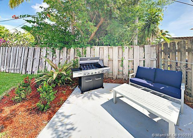 This posh 4BDR/3BA home features a masterful open concept design. Enjoy a swanky backyard patio with