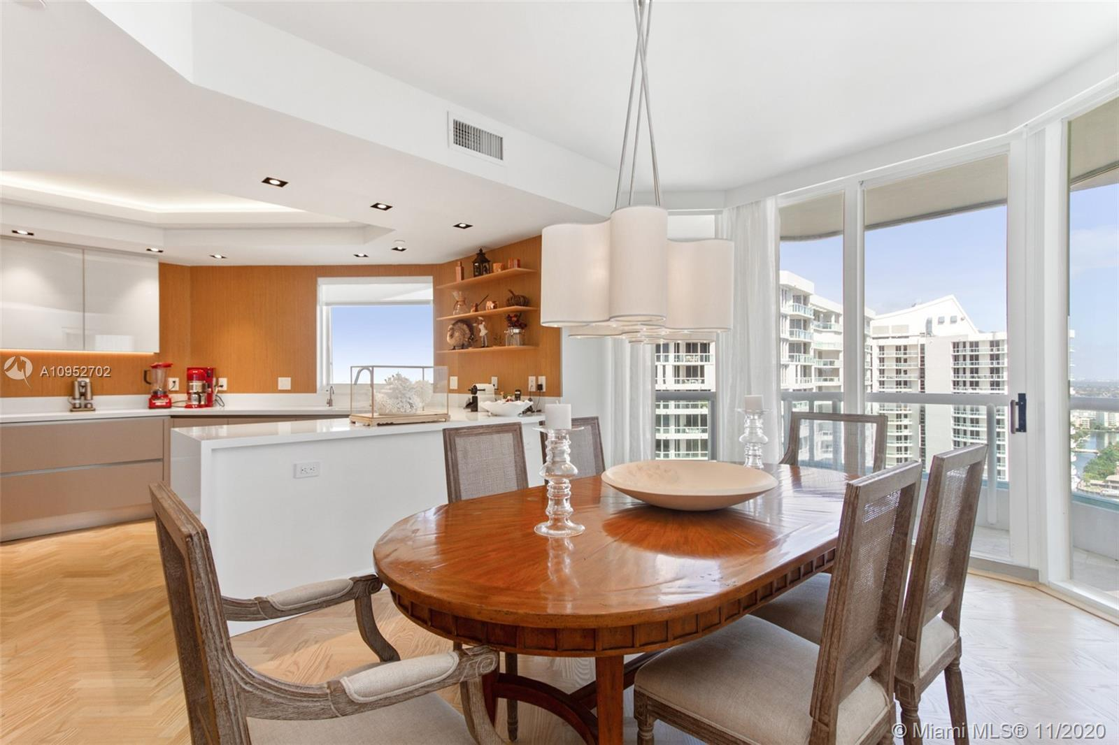 Magnificent panoramic Ocean and Intracoastal views from open and spacious residence on the 28th in t
