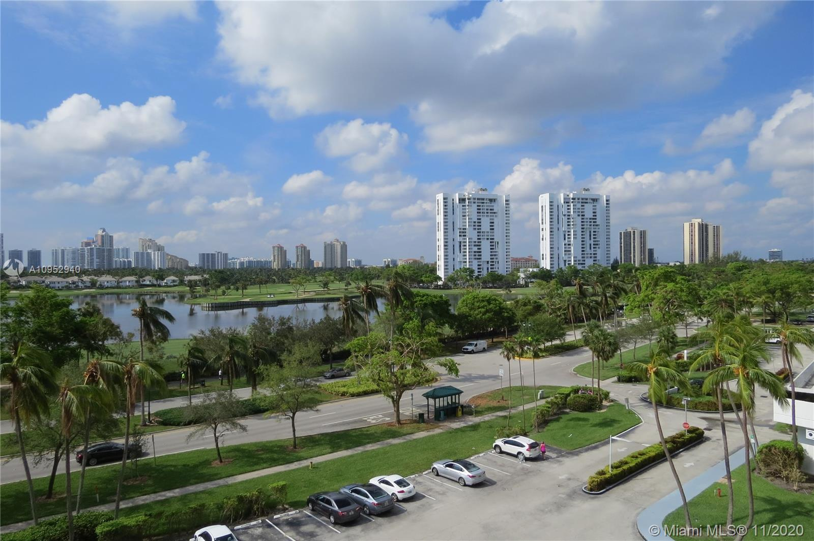 Eldorado Towers / Aventura / 2 Beds / 2 Baths / 996 sq. ft. of living area / Beautiful view of the G