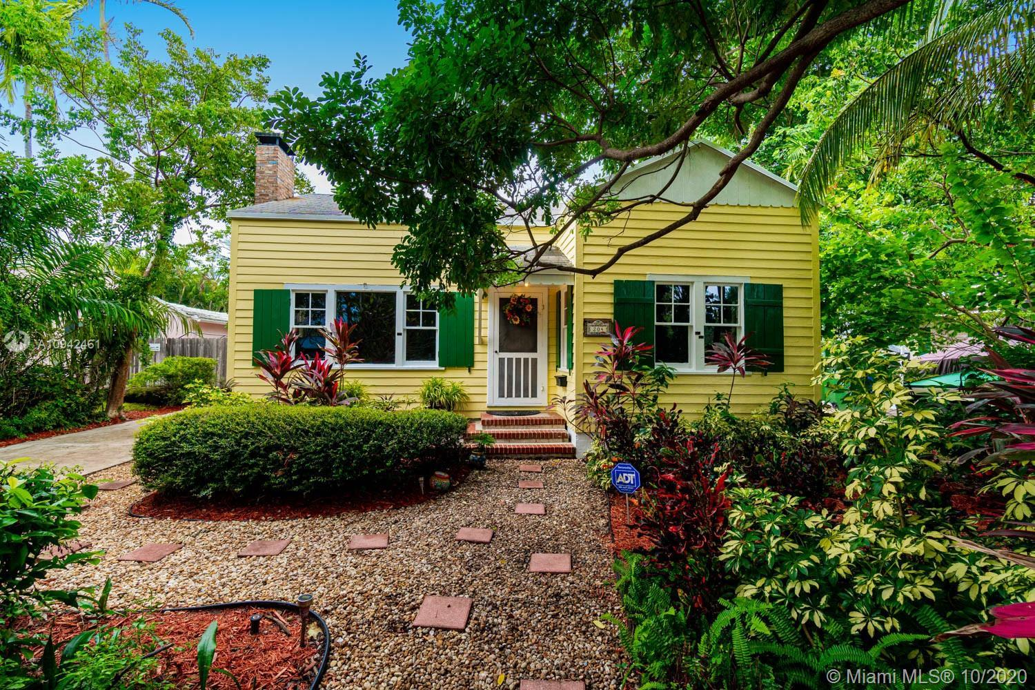 Charming Dade County Pine Cottage home in Victoria Park. This lovely frame home sits on a high eleva