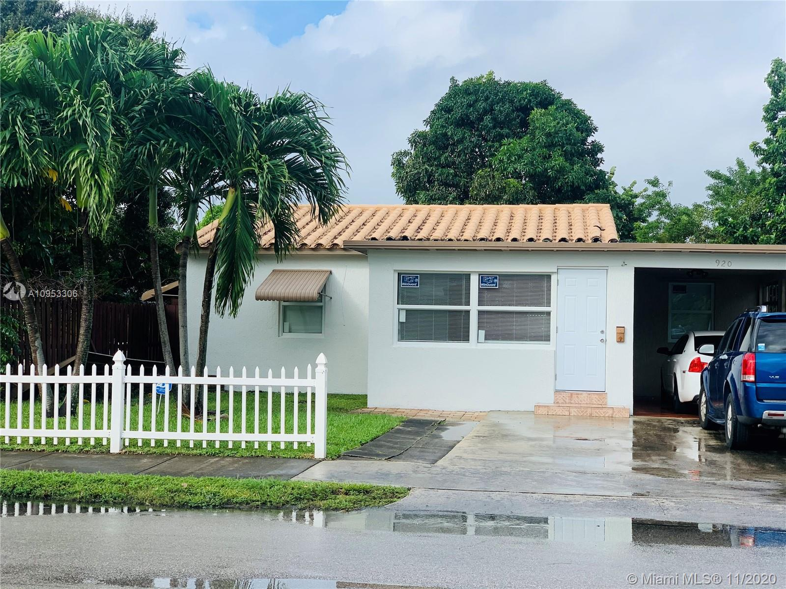 Beautiful remodeled house in Hollywood. Pergo water proof flooring thruout. Updated kitchen with New