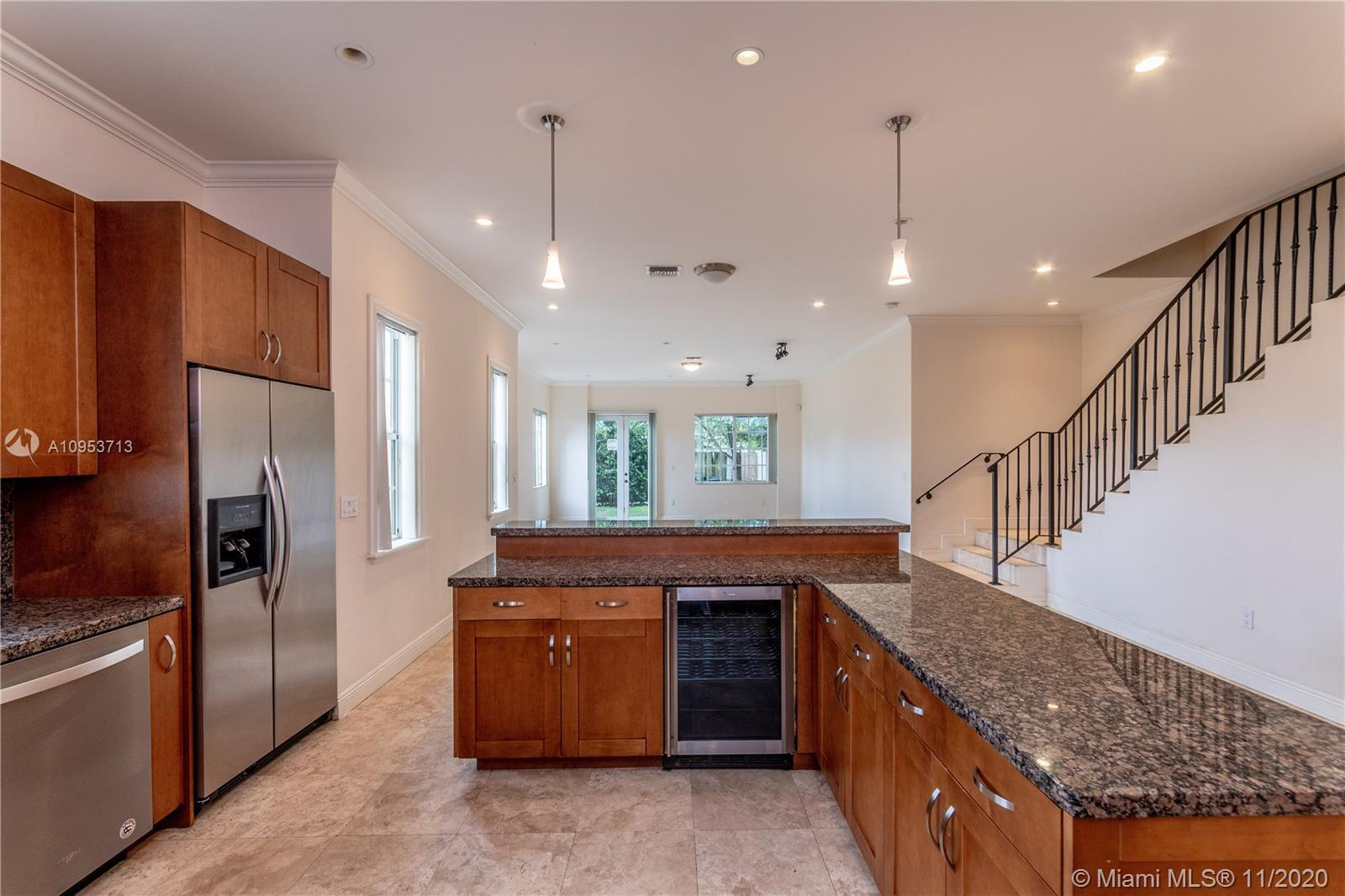 Beautiful luxurious townhouse minutes from Las Olas, Downtown Fort Lauderdale and Fort Lauderdale Ai