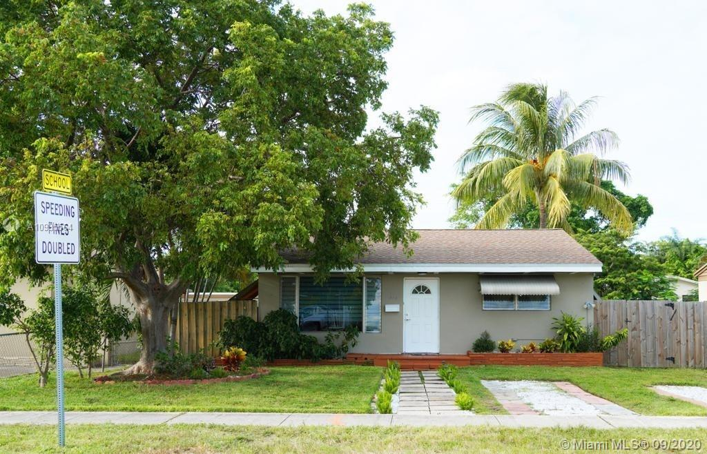 Beautiful detached house with no association, 2 bedrooms and 1 bath with a combination of tile and w