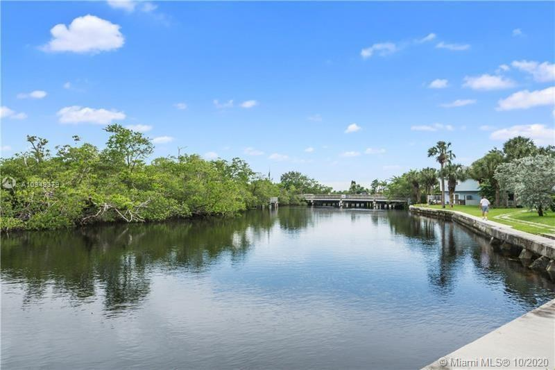 This 2 Bedroom / 1.5 Bath Property is the only Townhouse listed in the Gated Edgewater Townhomes Com