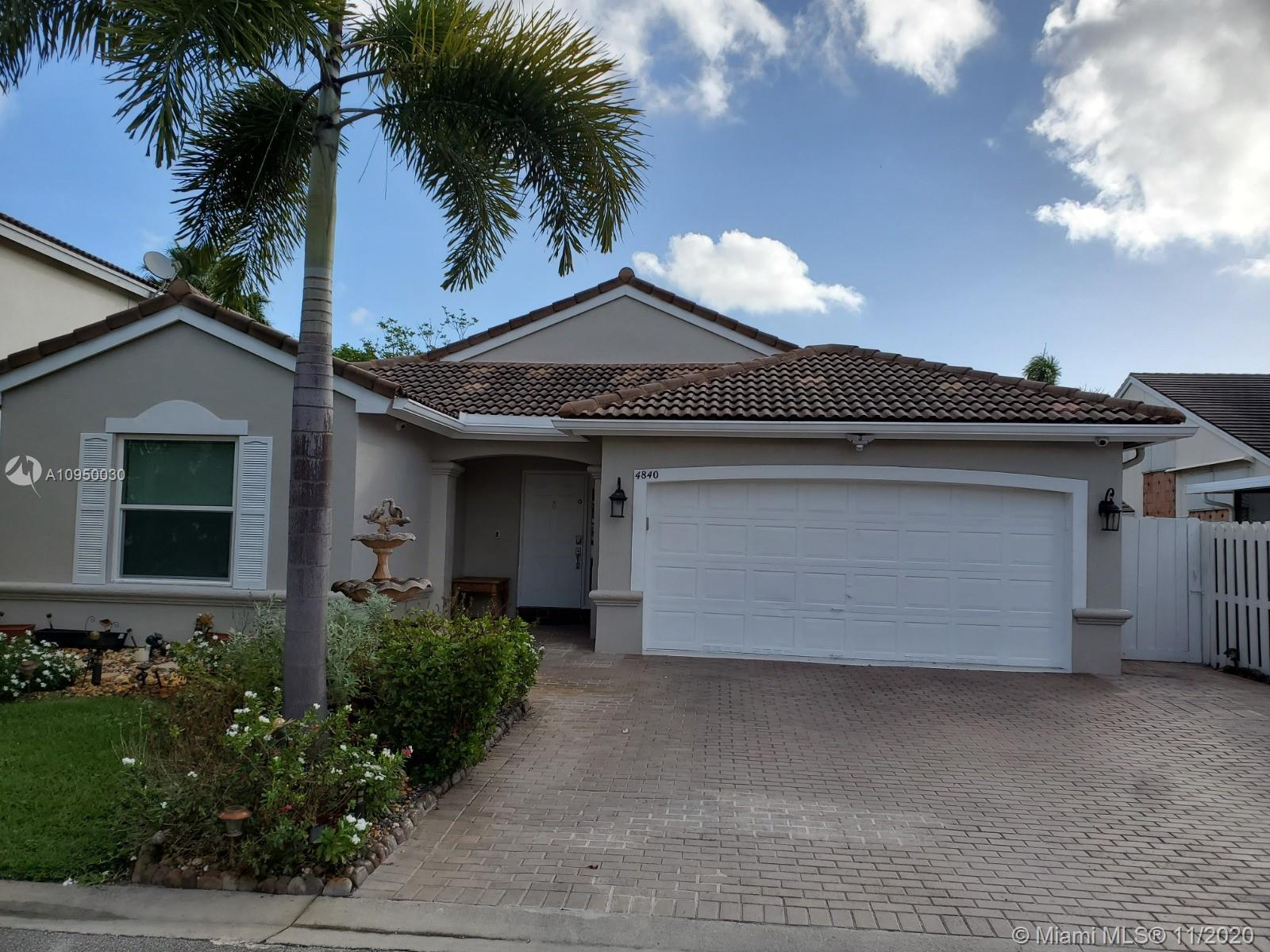 Stunning 3&1/2 Bed/ 2 bath newly remodeled one story home in sought after community of Oakridge! Eve